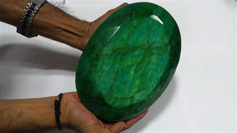 large gemstone top big colour oval emerald gemstone museum size
