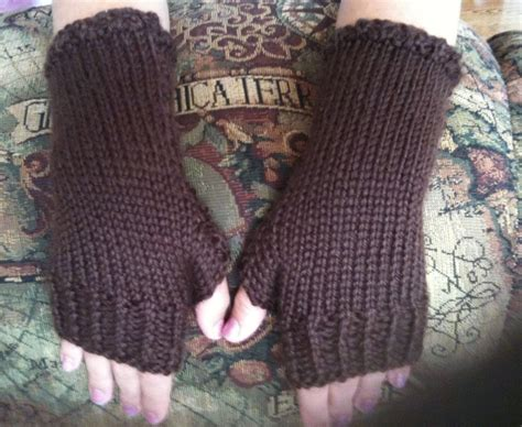 free knitting pattern for fingerless gloves on needles how to knit fitting fingerless gloves