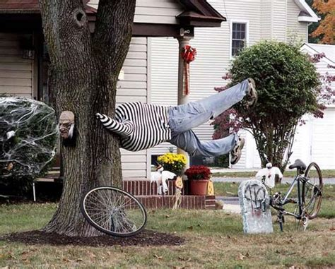 outdoor tree decorating ideas top 21 creepy ideas to decorate outdoor trees for