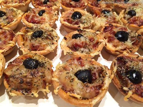 mini pizzas notre recette avec photos meilleurduchef