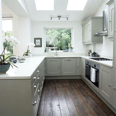 light grey shaker kitchen 10 best ideas about shaker style kitchens on