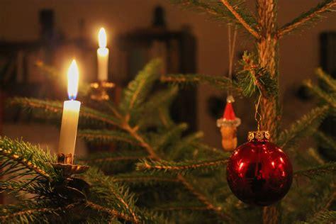 kerzen weihnachtsbaum datei weihnachtsbaum mit kugel und kerzen 2013 jpg