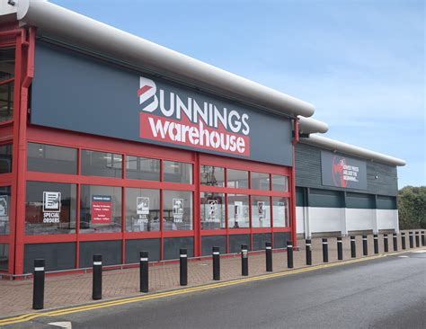 bunnings warehouse store in the uk opens for trading