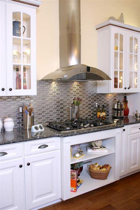Kitchen Tile Designs Behind Stove un dosseret de cuisine tendance et moderne en m 233 tal