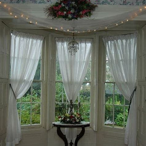 curtains for kitchen bay windows 1000 ideas about bay window curtains on bay