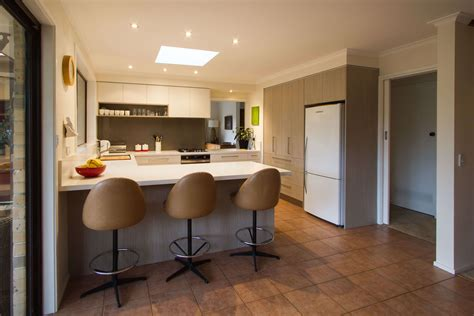 g shaped kitchen layout ideas common kitchen layouts the kitchen design centre