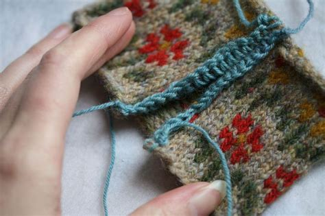 cutting knitting steeks 2 reinforcing and cutting knitting tips and