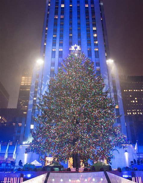 tree light up rockefeller tree lights up and officially kicks
