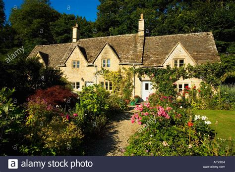 traditional cottage garden flowers ancient cottages traditional cottage gardens with