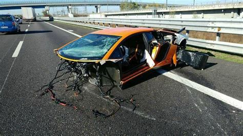 Lamborghini Aventador SV Torn Apart in High Speed Crash in