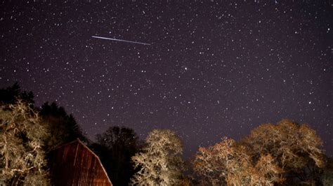 lyrid meteor shower lyrid meteor shower peaks today s with unpredictable