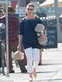 knitting supplies los angeles katherine heigl picks up a bundle of yarn while out
