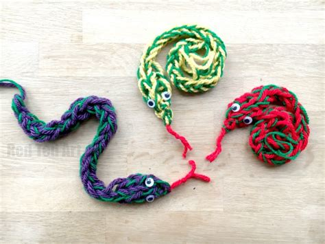 things to make with finger knitting finger knitting snakes ted s