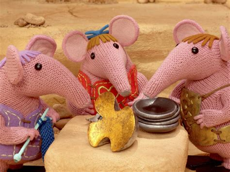free clangers knitting pattern clangers return with free knitting pattern
