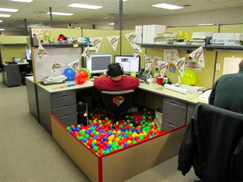 cool cubicle ideas cool office cubicle decorating ideas