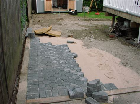 laying a paver patio laying patio pavers how to lay a brick paver patio how