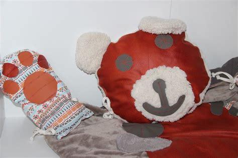 17 meilleures id 233 es 224 propos de tapis d ours sur lits de b 233 b 233 en bois cr 232 che