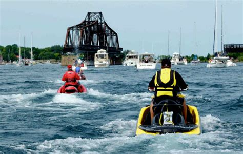 Motorboat And Pwc Meeting Head On by Safe Boating Reminders For Pwc Operators Personal Watercraft