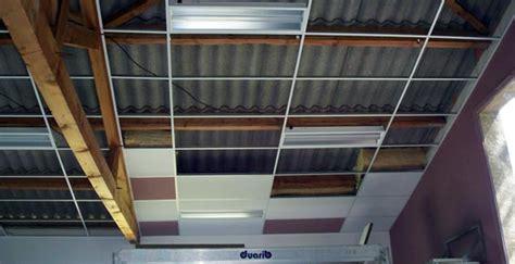 faux plafond suspendu en dalles isolantes