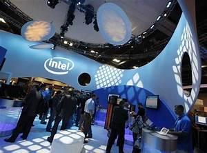 Intel hikes dividend again despite tech worries (Update)