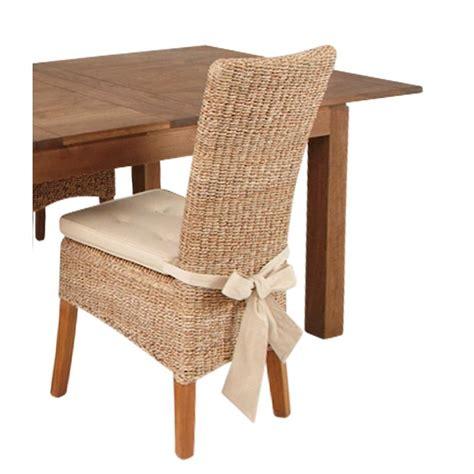 coussin pour chaise en rotin abaca table de lit a roulettes