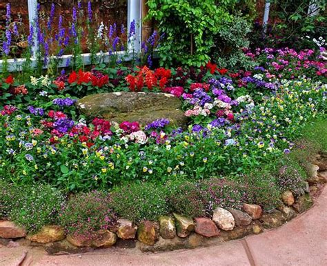 Beautiful Flower Beds Adding Bright Centerpieces To