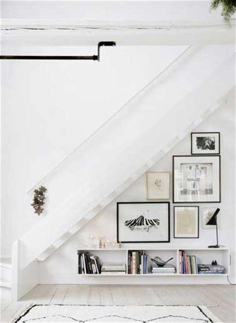 faire galerie photo et rangements dessous l escalier