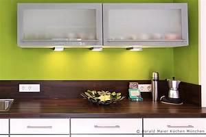 Farbe Für Arbeitsplatte : weisse kueche dunkle arbeitsplatte aus hpl laminat dekor nussbaum ~ Markanthonyermac.com Haus und Dekorationen