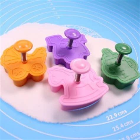 emporte pi 232 ce d 233 coupoir 224 piston accessoires et mat 233 riel pour fabriquer deco en p 226 te 224 sucre