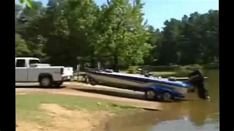 Bass Boat Crash Youtube by Collection Of Funny Boat Crashes And Boat Fails Youtube