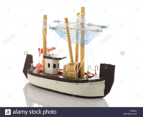 Small Toy Fishing Boats by Model Ship Ornament Wood Handicraft Souvenir Small
