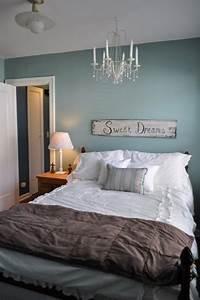 Wandgestaltung Schlafzimmer Lila : farbgestaltung schlafzimmer passende farbideen f r ihren schlafraum ~ Markanthonyermac.com Haus und Dekorationen