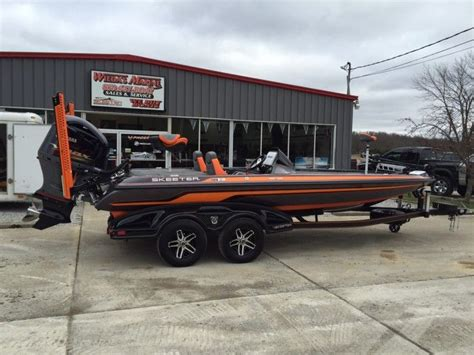 Phoenix Bass Boats Vs Skeeter by Bass Fishing Boats Deanlevin Info