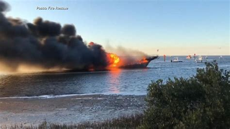 Boat Crash Good Morning America by 50 Passengers Swim To Safety After Boat Catches Fire Video