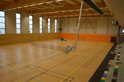 salle de sport charpentes emg charpente bois lamell 233 coll 233 ossature et bardage bois