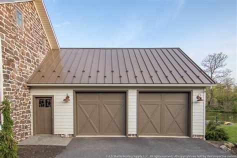 Building Showcase Farmstead with Medium Bronze Metal Roof