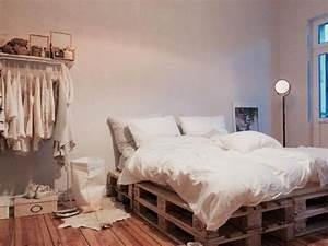 Matratze Auf Paletten : die 25 besten ideen zu bett aus paletten auf pinterest loft betten mezzanine bett und ~ Markanthonyermac.com Haus und Dekorationen
