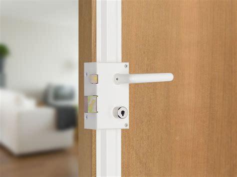 bien choisir la serrure de sa porte d entr 233 e fabricant de portes d entr 233 e d ouvrants monobloc