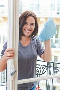 Streifenfrei Fenster Putzen : fenster putzen mit diesen 3 tipps geht 39 s problemlos ~ Markanthonyermac.com Haus und Dekorationen