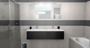 salle de bain mosaique grise obasinc