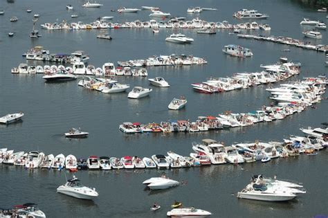 Lake Of Ozarks Boat Rental Close To Party Cove by Marina Gas Prices Down For Memorial Weekend Weather