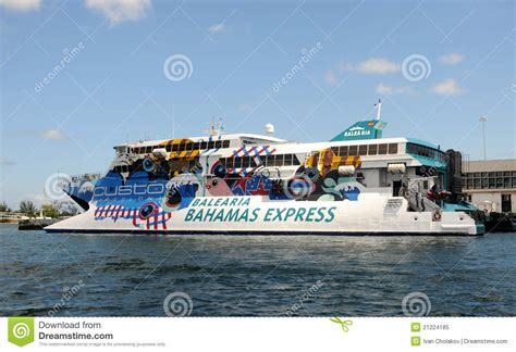 Catamaran To Bahamas From Miami by Ferry Boat Miami Vers Les Bahamas Image 233 Ditorial Image