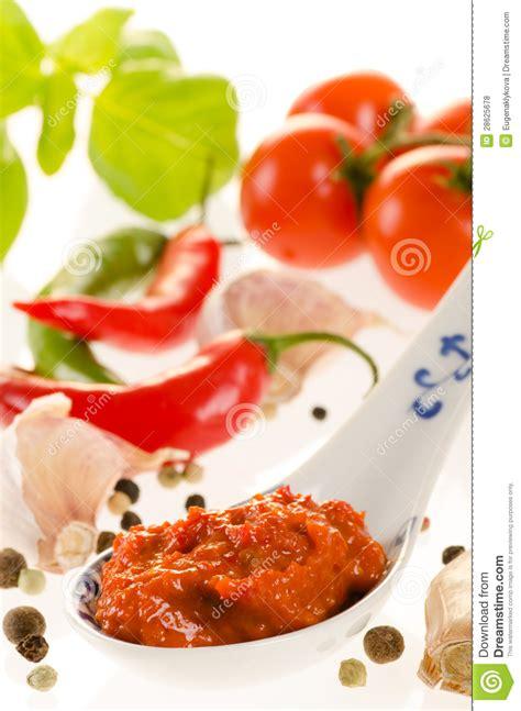 p 226 te de piment fort dans une cuill 232 re pour des recettes asiatiques avec l ingr 233 dient photos