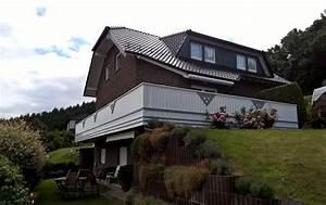 Bretter Für Balkongeländer : balkon in wei mit grauen applikationen ~ Markanthonyermac.com Haus und Dekorationen