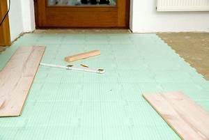 Laminat Auf Fußbodenheizung : laminat untergrund anforderungen m gliche bel ge ~ Markanthonyermac.com Haus und Dekorationen