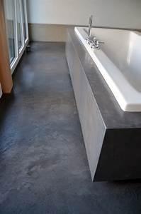 Beton Cire Verarbeitung : beton cire oberfl chen in beton look wannenverkleidung mit beton cire ~ Markanthonyermac.com Haus und Dekorationen