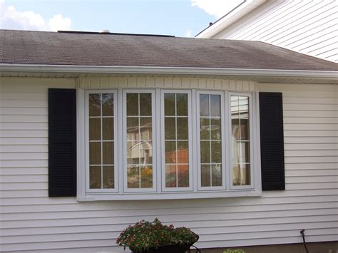 What's The Difference Between A Bay And Bow Window?