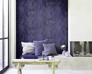 Tapete Hinter Kamin : lila wandgestaltung bilder ideen couch ~ Markanthonyermac.com Haus und Dekorationen