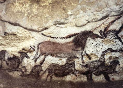 grotte de lascaux la salle des taureaux panneau de la licorne grand cheval et noir