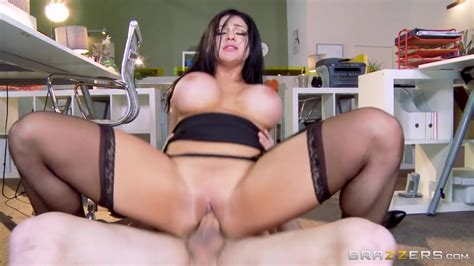 Tyler Nixon gets a cool Blowjob from hot whore Audrey ...
